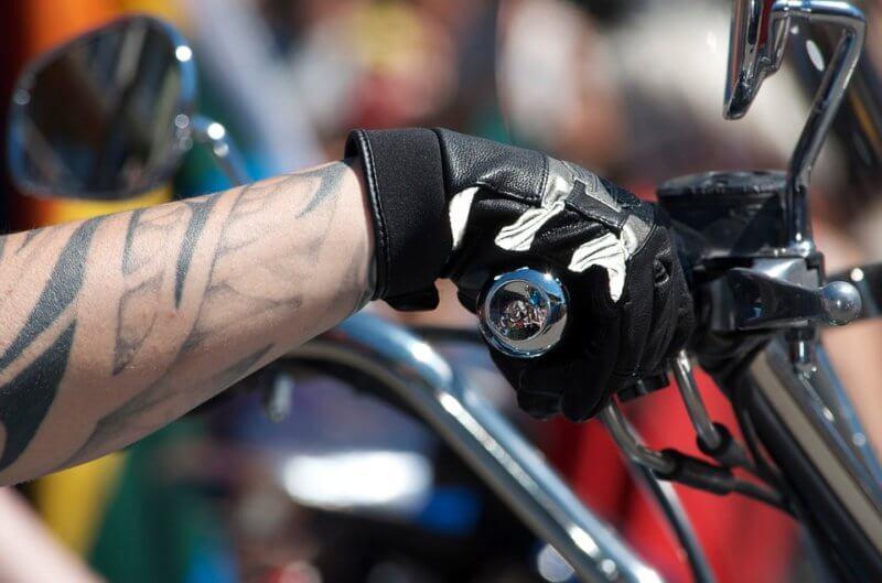 Průvodce motocyklovými rukavicemi