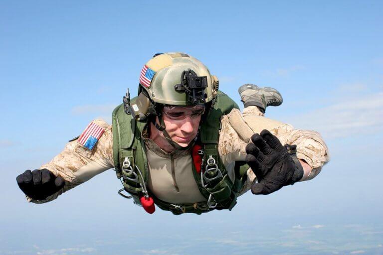 Skydiving: Moje první zkušenost s tandemovým skokem